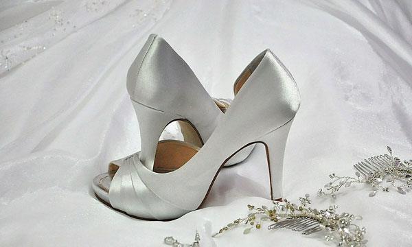 נעליים לשמלת הכלה